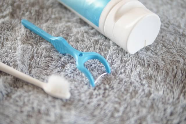 歯磨きセットとデンタルフロス