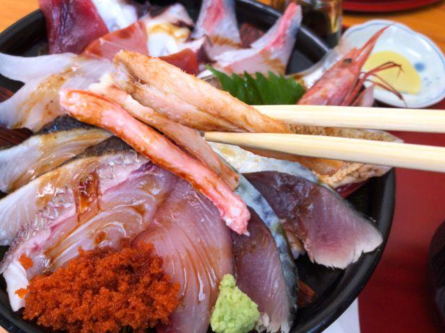 海鮮丼のカニ