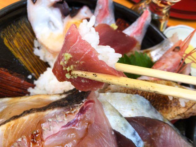海鮮丼のマグロ