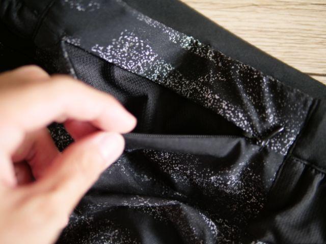 ランニングパンツの腰ポケット