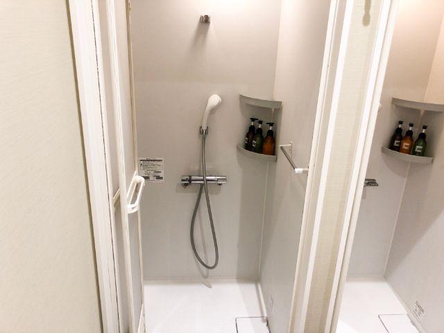 個室のシャワールーム