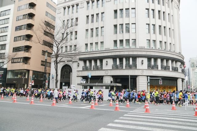 フルマラソンを走るランナー