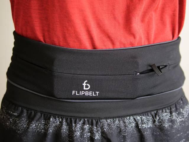 荷物をたくさん入れた状態のフリップベルト