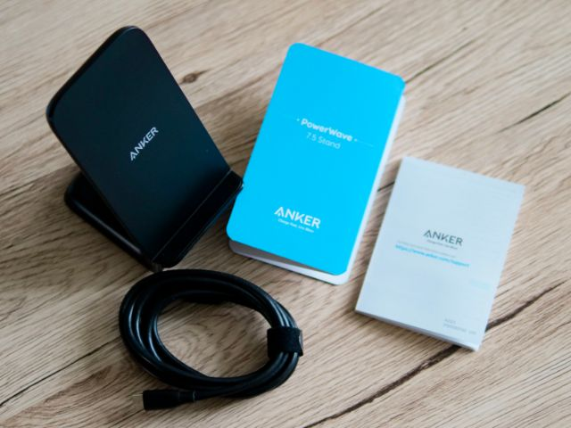 Anker PowerWave 7.5 Standの付属品