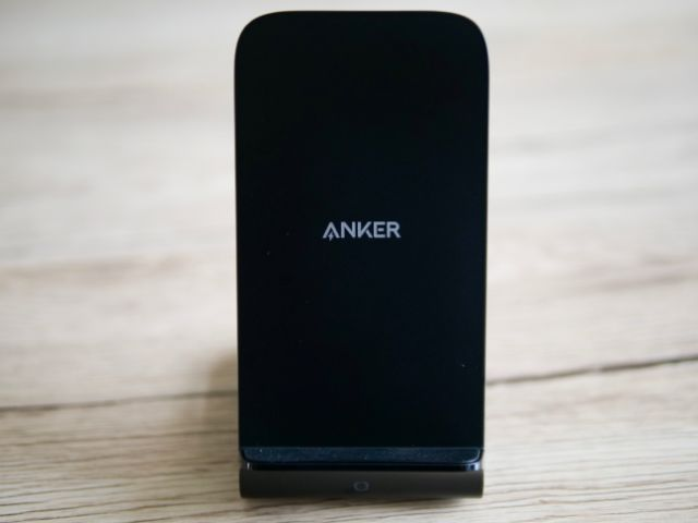Anker PowerWave 7.5 Standの正面