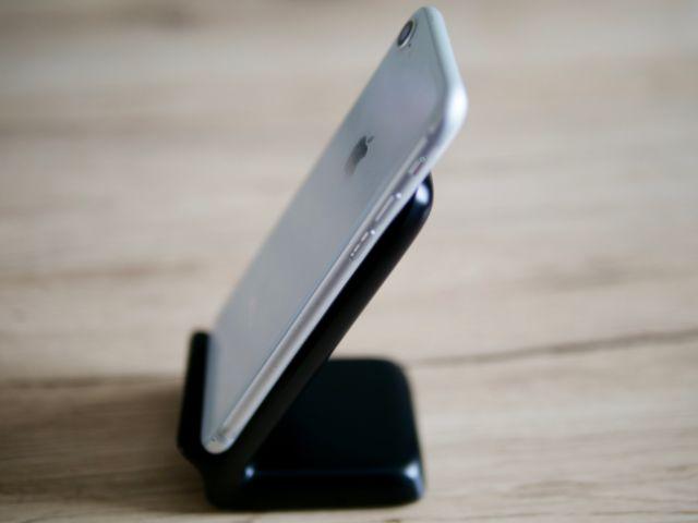 iPhone8をスタンドに置いた状態②
