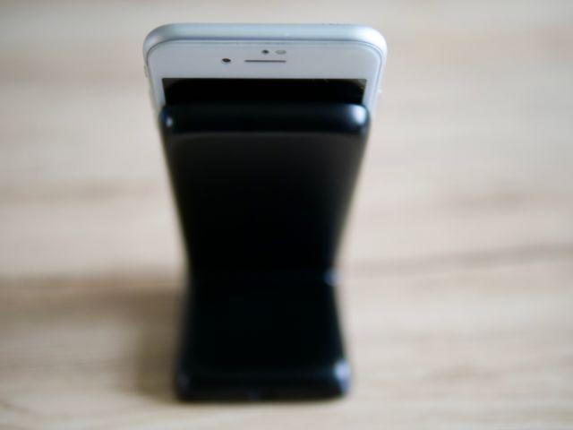 iPhone8をスタンドに置いた状態③