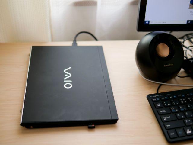 平置きのノートパソコン