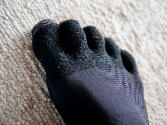 5本指靴下の指先