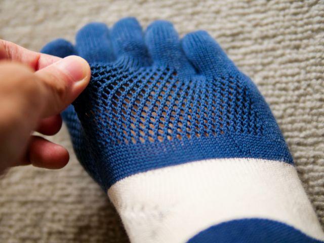 靴下の通気性の良いメッシュ部分