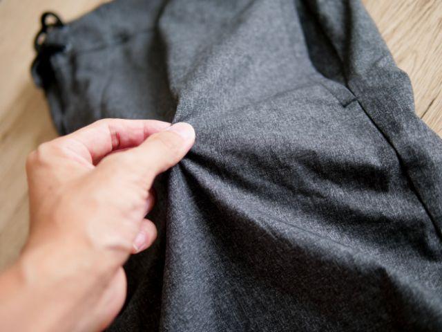 ポリエステル素材の速乾パンツ