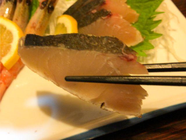 お刺身を食べる②