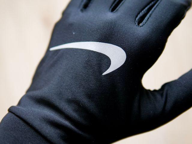 手袋のリフレクターロゴ