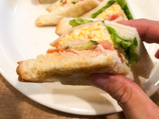 岡山珈琲館のサンドイッチを食べる
