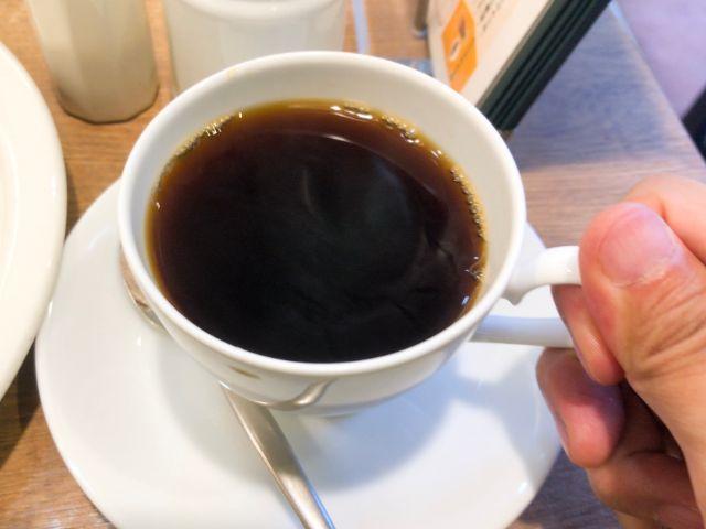 スペシャルブレンドコーヒーを飲む
