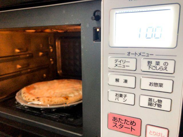 冷凍ピザを電子レンジで解凍する