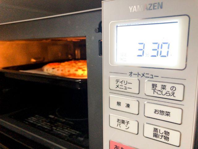 冷凍ピザをオーブンレンジで焼く