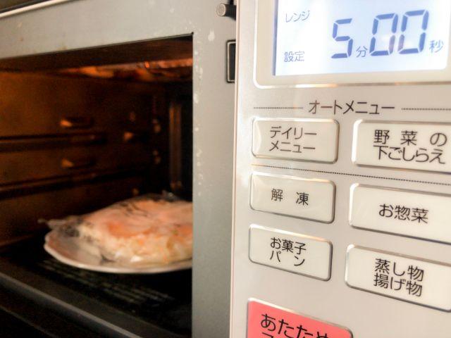 具付麺を電子レンジで加熱する