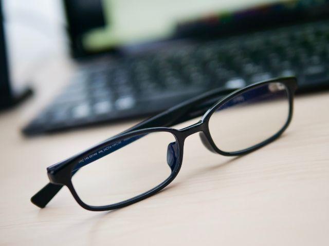 PCとブルーライトカットメガネ