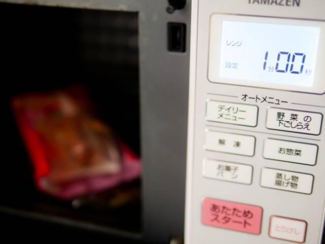 ホットドッグを電子レンジで温める