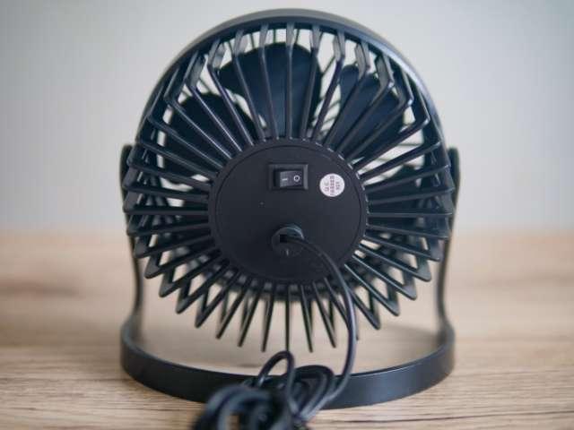 ダイソーのUSB扇風機の背面画像