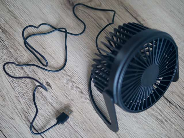 扇風機のUSBケーブル