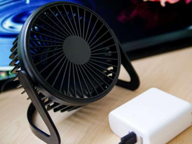 USB扇風機をモバイルバッテリーで使う