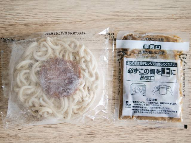 具付き麺とスープ