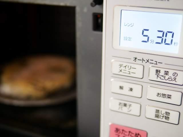 具付き麺を電子レンジで温める