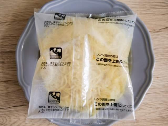 レンジで加熱した具付き麺