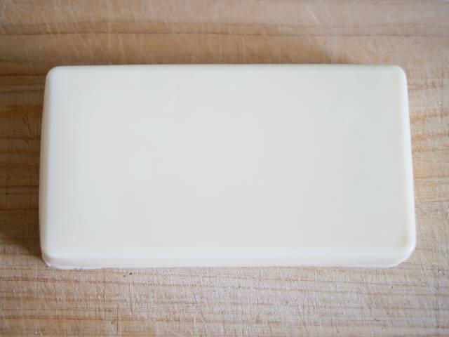 容器から取り出したリッチチーズケーキ