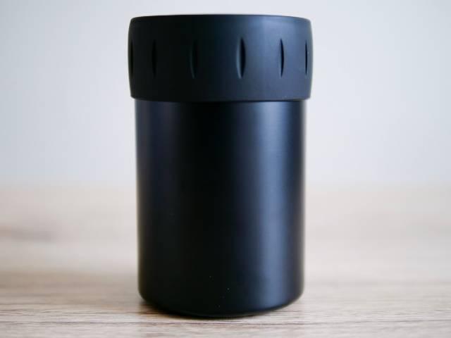 サーモスの保冷缶ホルダーの背面