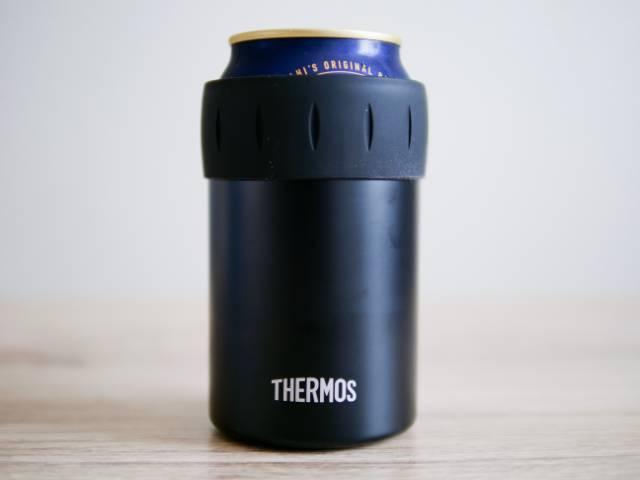 缶ビールをセットした保冷缶ホルダー