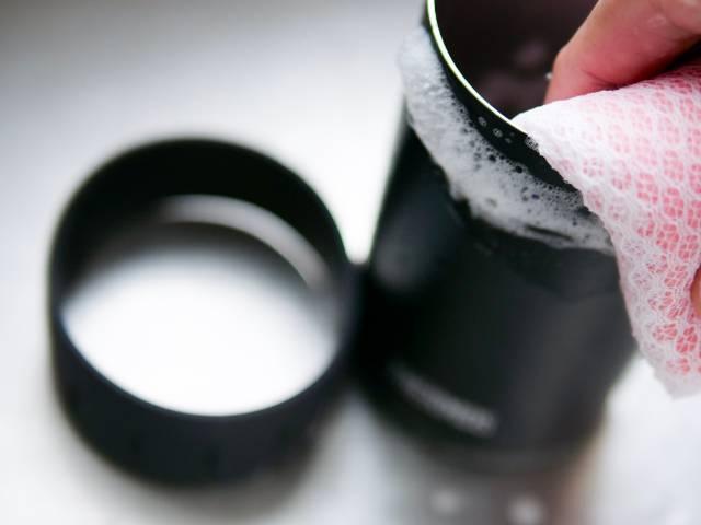保冷缶ホルダー本体とラバーリングを洗う