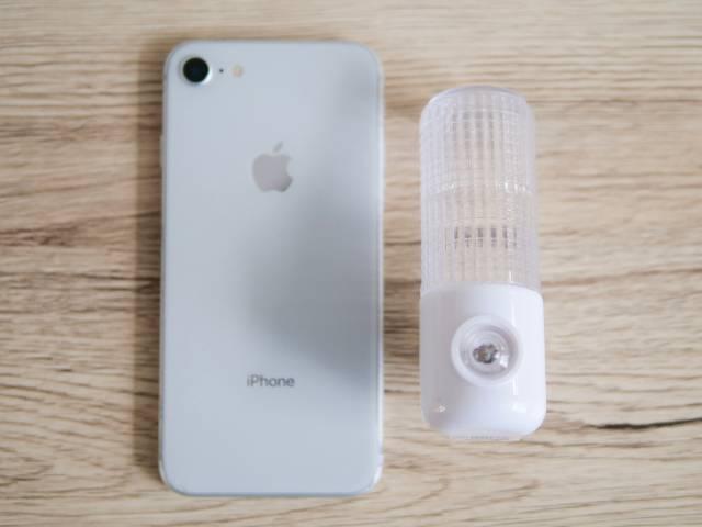 iPhone8とセンサー付きナイトライト