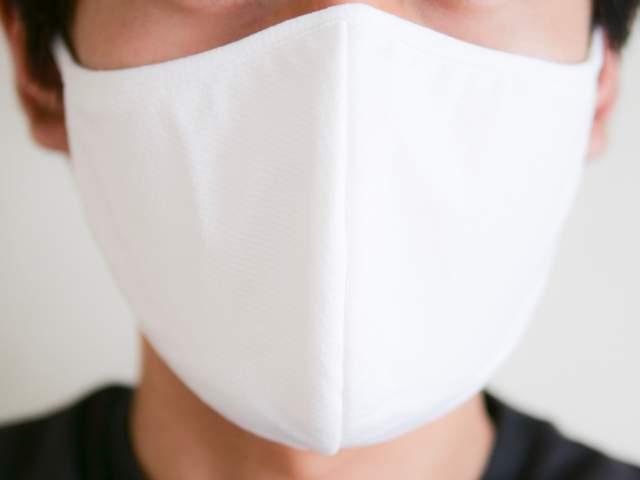 ユニクロエアリズムマスク(Lサイズ)を着用