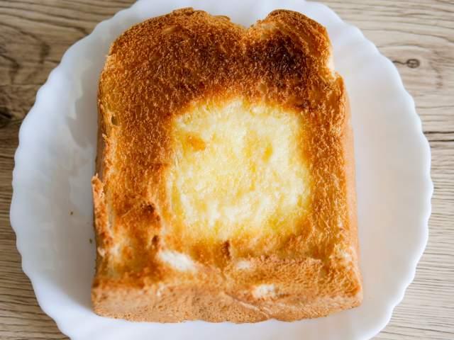 トーストした天然酵母パン