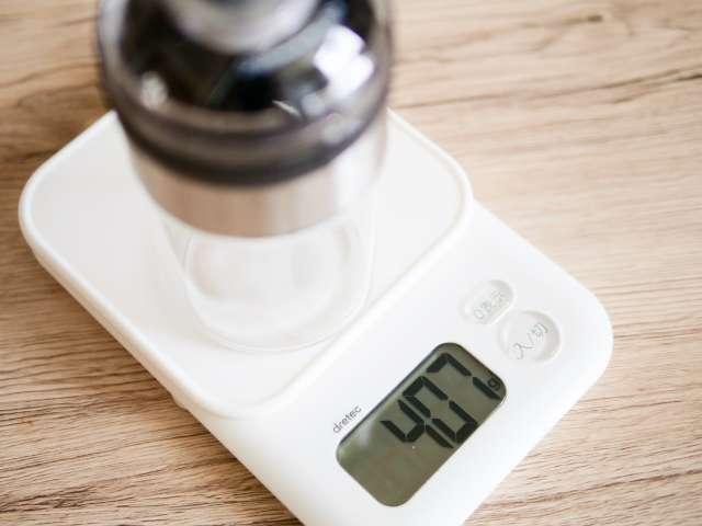 ダイソーのコーヒーミルの重量を測る