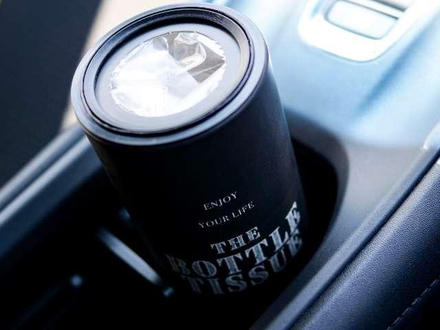 車内に置いたセリアのボトル型ティッシュケース