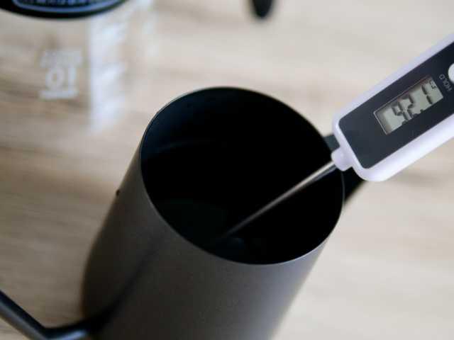 コーヒーのお湯の温度を測定する
