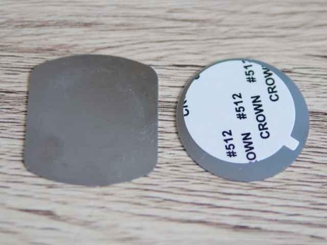 二つある金属プレート