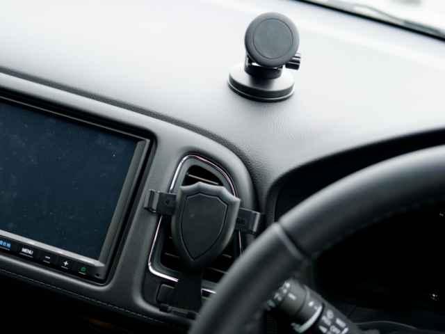 ダイソーの2種類の車内用スマホホルダー