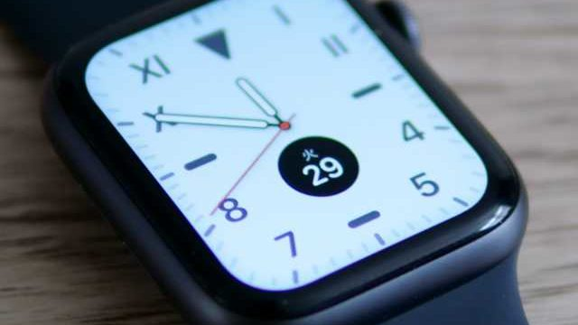 保護フィルムが貼ってあるApple Watch