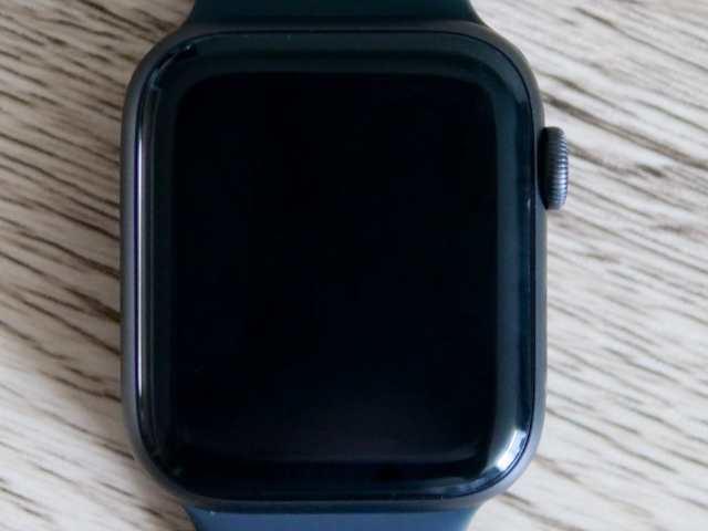 Apple Watch上に貼ってあるAUNEOS保護シール