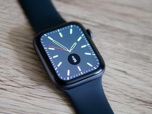 保護シールを貼ったApple Watch