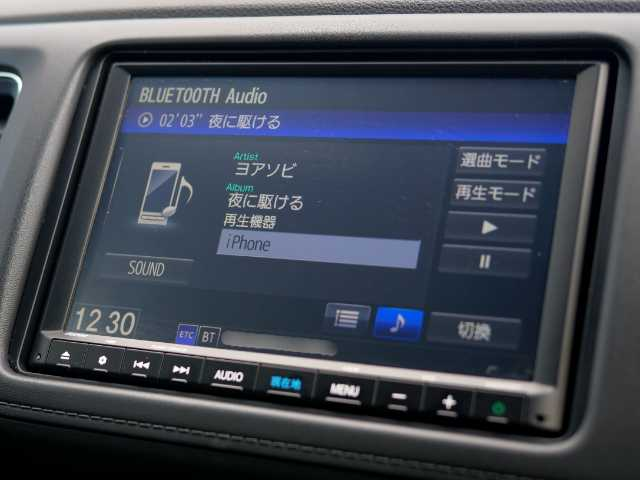 車内で音楽を聴く