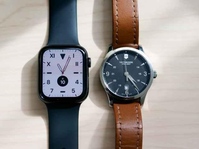 Apple Watch 44mmとメンズ腕時計の比較