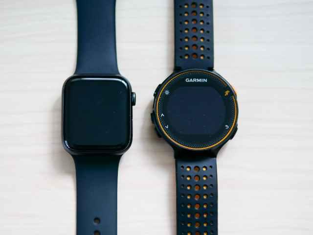Apple Watch 44mmとガーミンランニングウォッチの比較