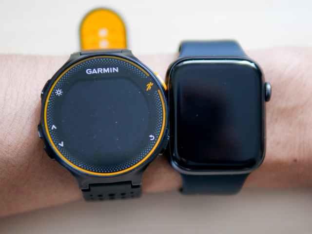 Apple Watch 44mmとガーミンランニングウォッチの装着画