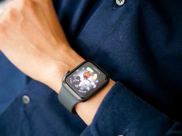 大きく目立つApple Watch SE 44mm